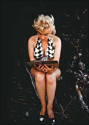Marilyn Mpnroe llegint l'Ulisses de James Joyce