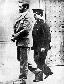 Roger Casement under arrest.jpg, 23 KB